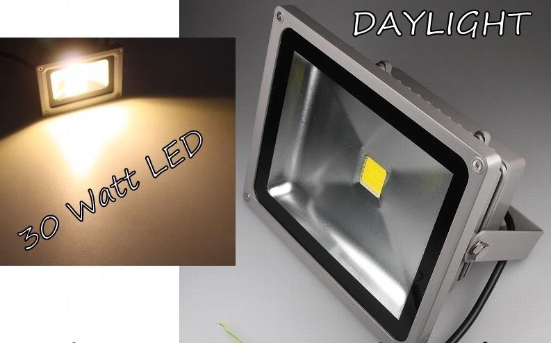30W-LED-Flutlicht-Fluter-Aussen-Bau-Strahler-IP65-2400Lm-Alu-Gehaeuse-DAYLIGHT-PF